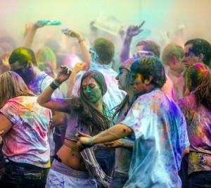Разноцветная вечеринка красок на Кипре